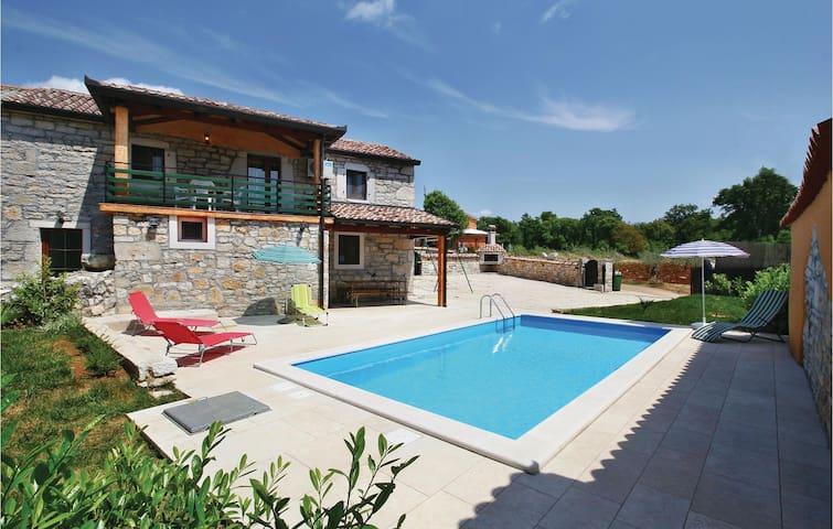 Semi-Detached 100 m² villa with pool