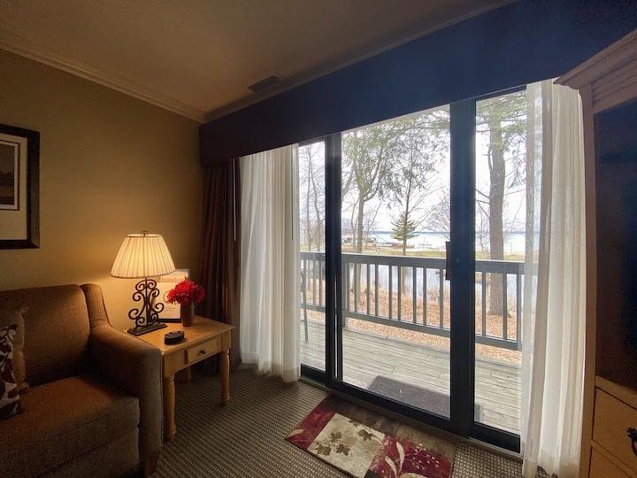 ☀ Delightful Lake View Beach Side Condo @ The Shores