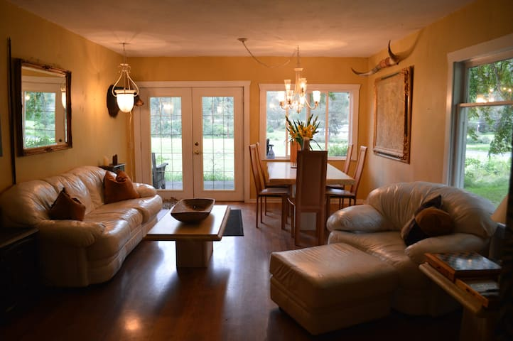 The Southfork River Ranch Guest Cottage - Stites - Penzion (B&B)