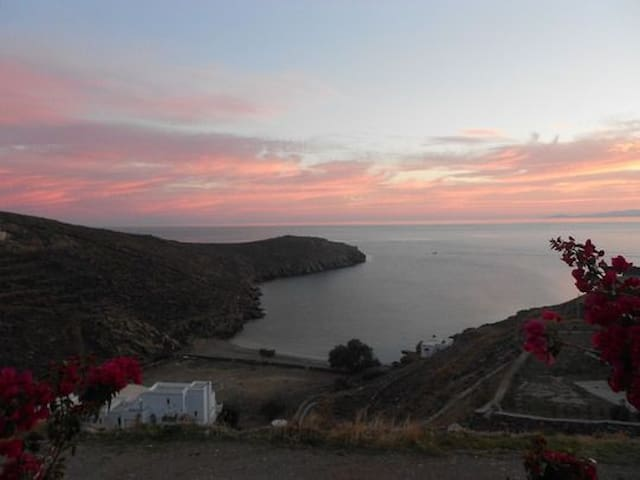Beautiful holiday-house by the sea - Tinos - Casa