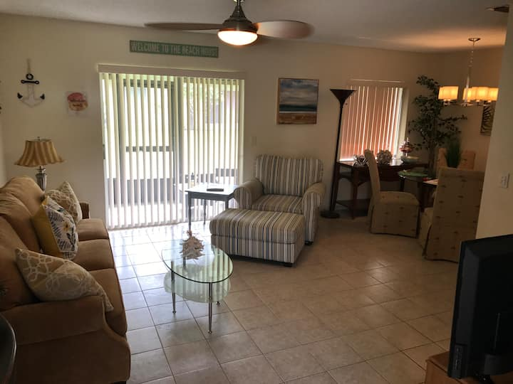 New 1BD Beach-Style Villa In Clearwater Awaits You