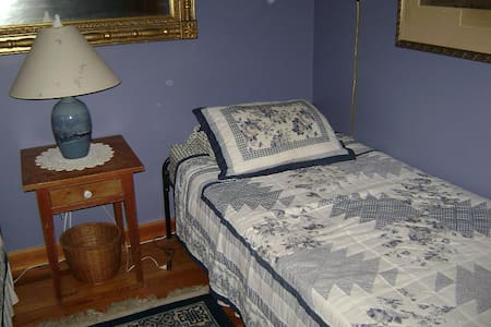 Blue Room at Blue Horizon Bed and Breakfast - Claryville
