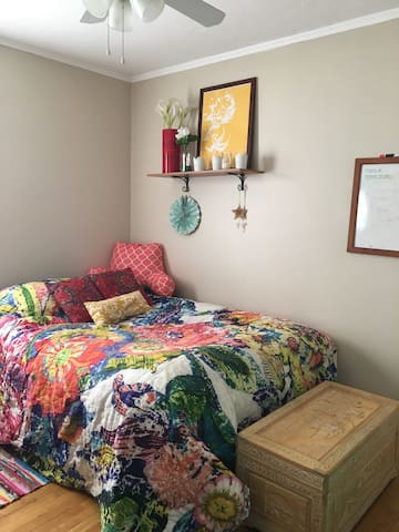 Charming & cozy bedroom w/parking space - Worcester - Pis
