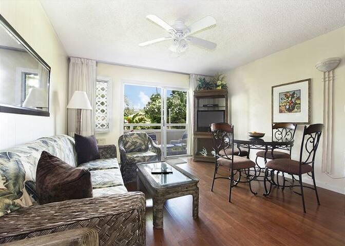 'Aloha' style living/dining room with glass sliding doors to lanai & pool/spa