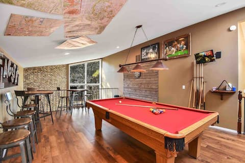 Game Room~2400ft²~Hot Tub~Grand Canyon ~Peaceful *