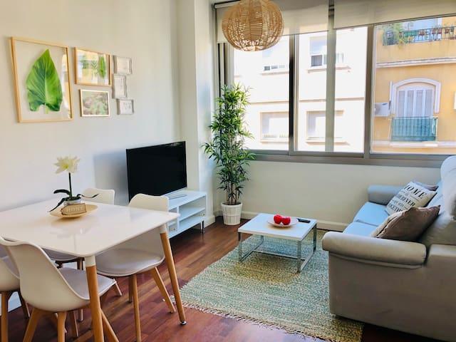 Luminoso apartamento junto a plaza de la Merced