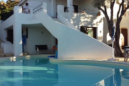 Chambre + salle de bain dans charmante villa. - Torre Delle Stelle (Maracalagonis)