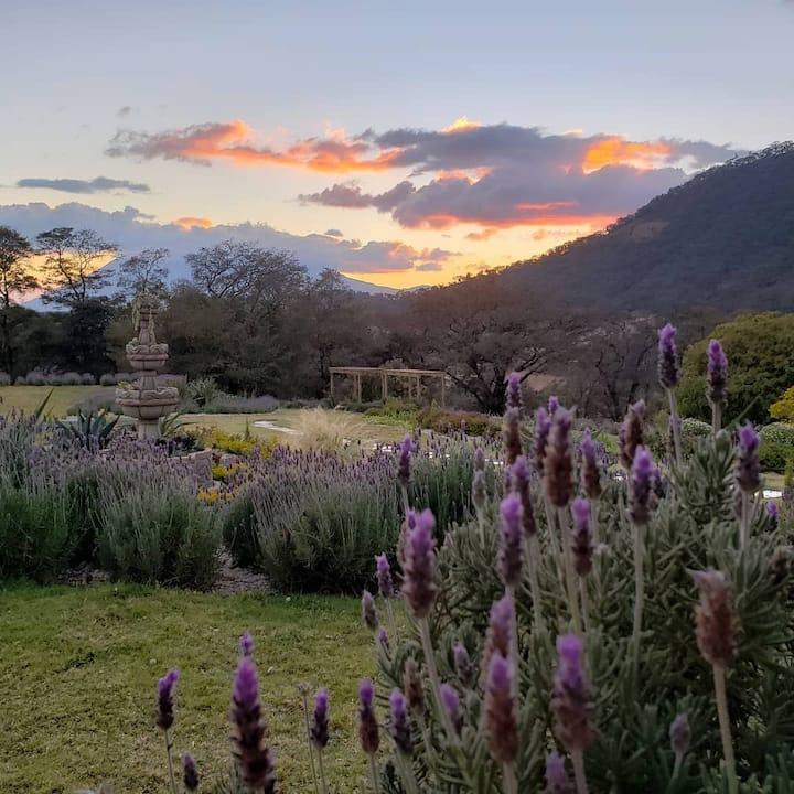 Cabaña familiar en un hermoso Jardín de Lavandas