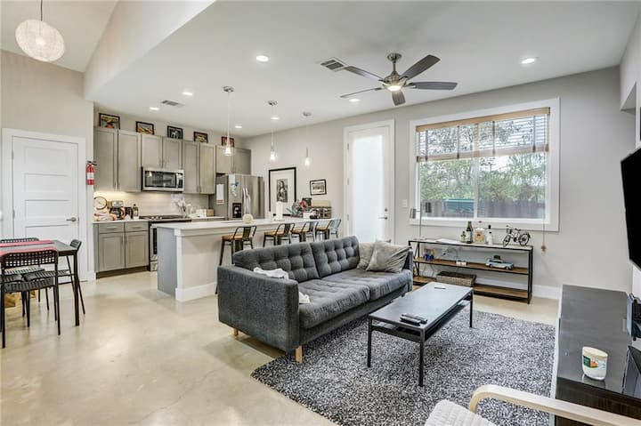 I Love South Austin - Great Location & 4 mls to DT