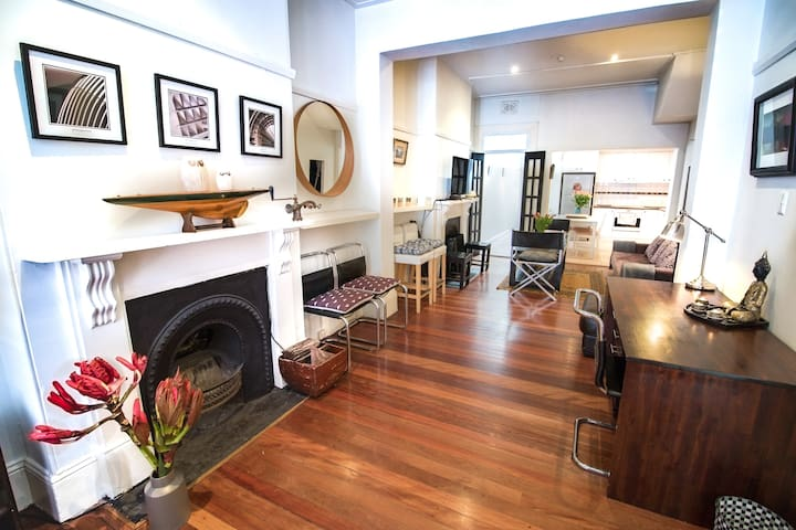 Darlinghurst 2BDR+2Bathroom+Parking Victorian Home