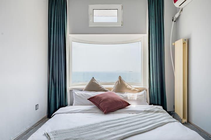 高品质的床品,趴在那就能欣赏大海