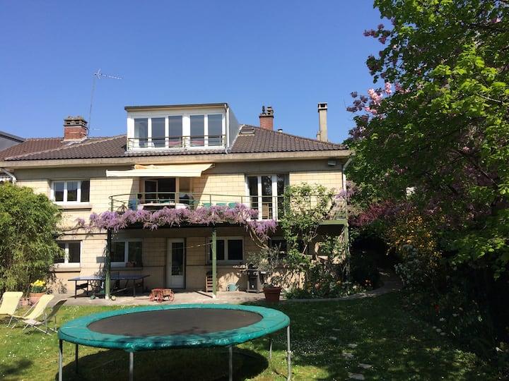 Maison 8 personnes avec jardin, proximité Paris