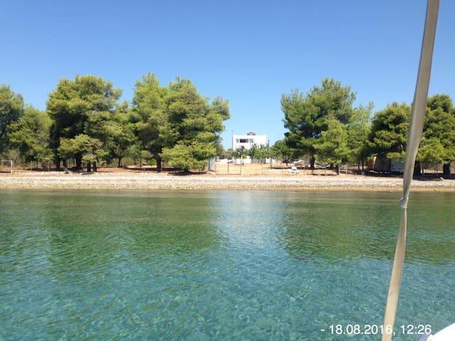 Direkt am Wasser - Agios Georgios