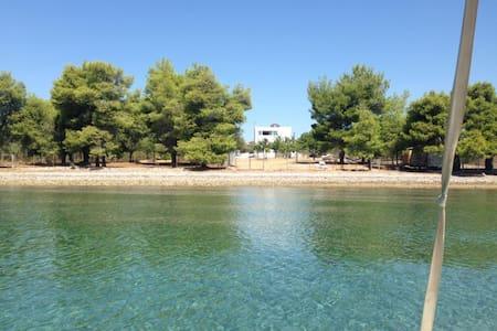 Direkt am Wasser - Agios Georgios - Apartment