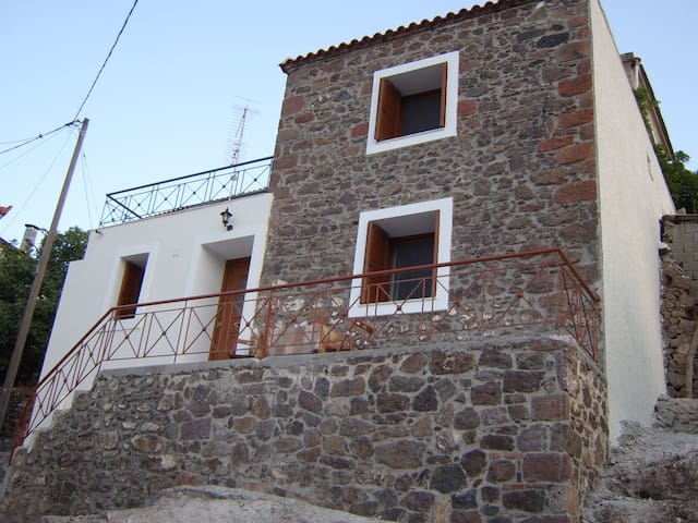 Mandamados,  stone house - Mantamados - Dom