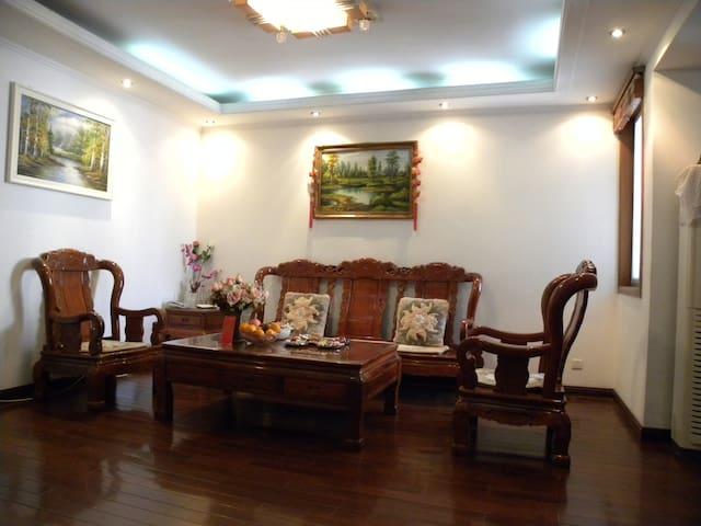 靠近南京军区总医院(地铁2号线西安门)闹中取静、温馨的红木大床房(朝南带阳台卧室) - Nanjing - Flat