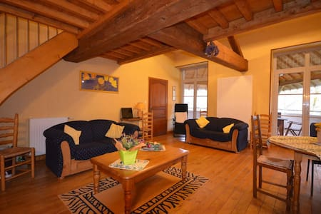 Bel appartement pour 3/4 personnes - Mellecey - Bed & Breakfast