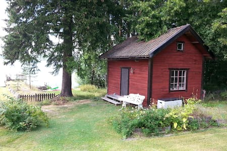 Lovely friendly lakeside house with a huge garden - Falun SO