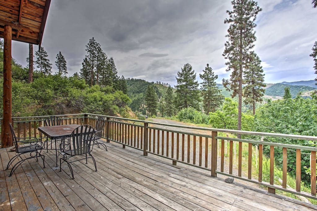 Surround yourself with rugged beauty as you admire your 23 semi-private acres from the large deck.