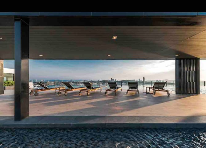 The base 22FLSeaview#Infinity pool2BR2BATHROOM