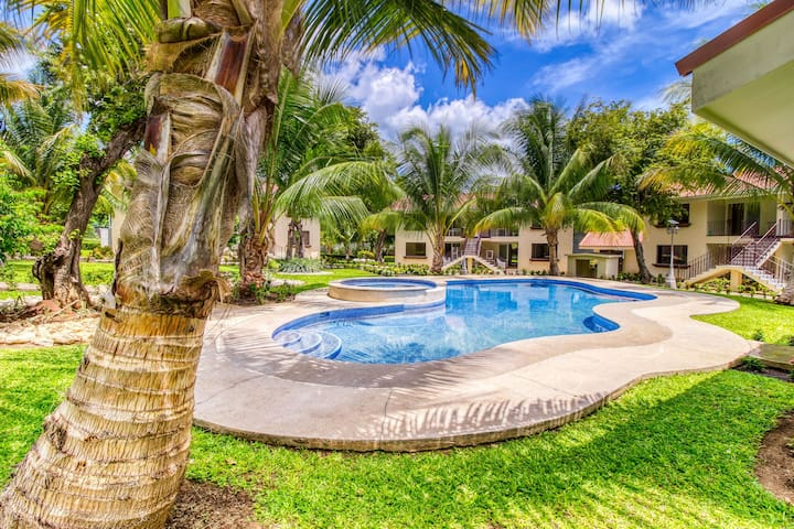 Private oasis in Playas del Coco w/ pool and gardens - gated community!