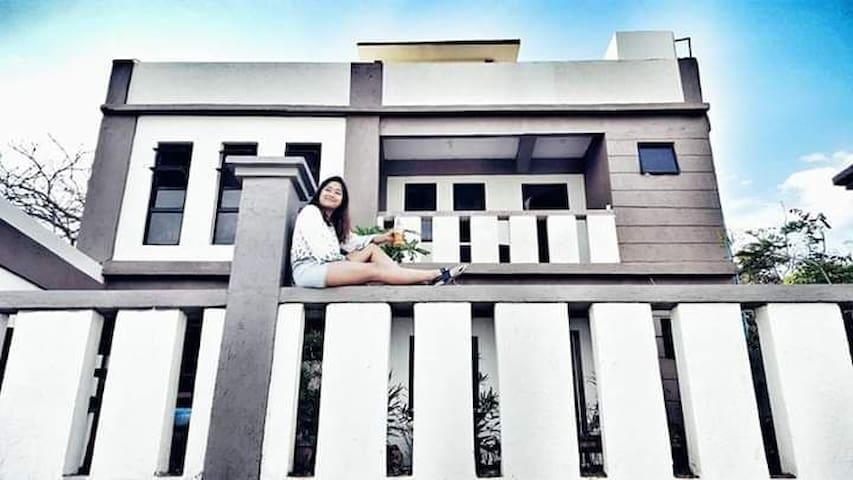 Ka Freddie's beach house