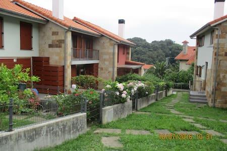 Acogedora Casa con Jardín - Pechón - Casa
