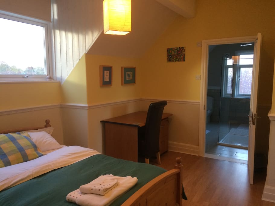 double bedroom with kitchenette near christies houses for rent in manchester england united. Black Bedroom Furniture Sets. Home Design Ideas
