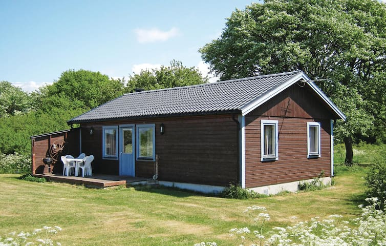 Holiday cottage with 2 bedrooms on 65m² in Visby