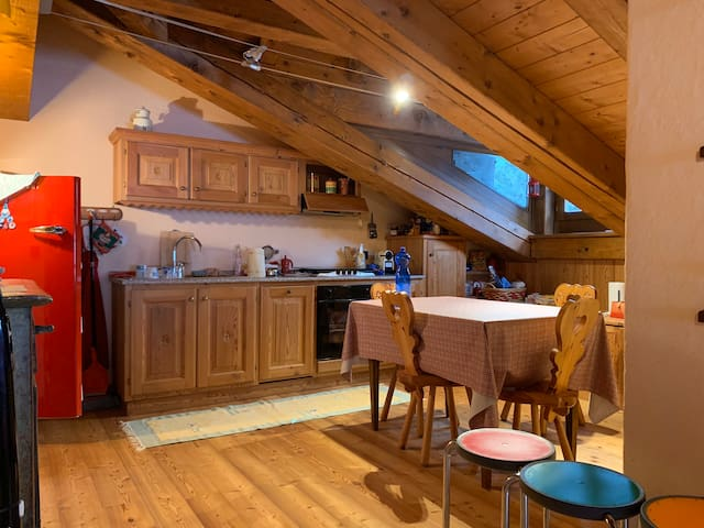 Amazing Attic in Charming House - Courmayeur