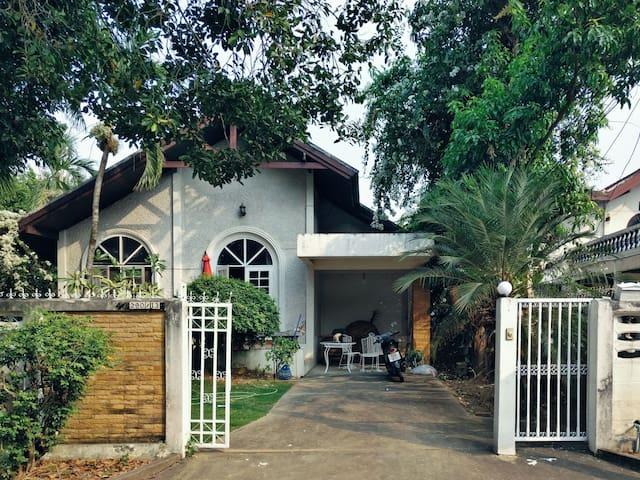 绿茵小院,独栋别墅,靠近天天夜市/长康路 - Chiang Mai - Villa