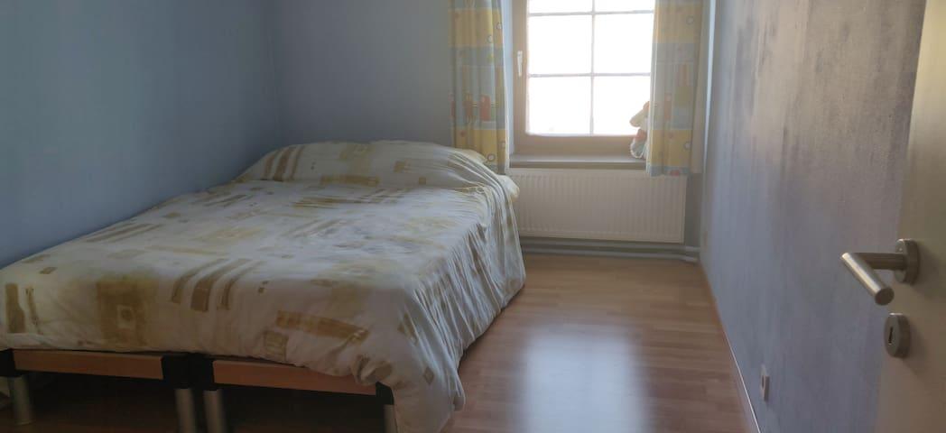 Chambres chaleureuses à Attert ( 1m40 )