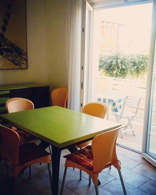 la sala da pranzo e il terrazzino