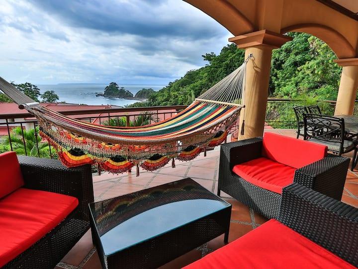 Luxurious, 3BR Condo w/ Pool, 5 Min Walk To Beach