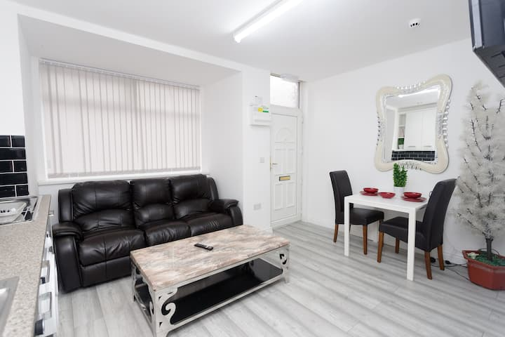 1 Bed, Sleeps 4-Superior-Apartment-Private Bathroo