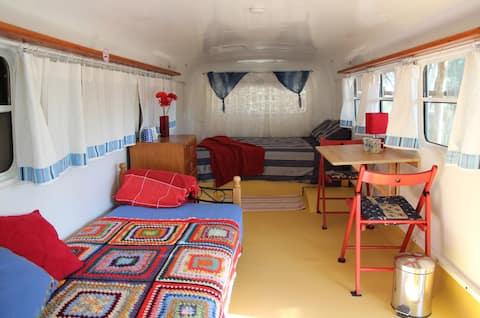 Kookaburra Creek Retreat 'The Bedford Bus'