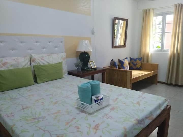 Standard Queen Room1@PensioDeFelipe