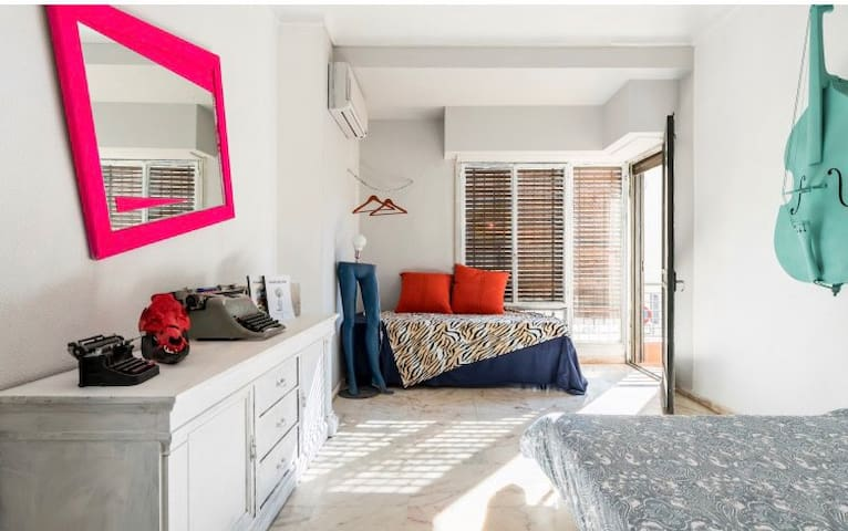 ROOM DOUBLE2/3PAX TOWN SEVILLA/AC/WIFI/NEAR/RIVER