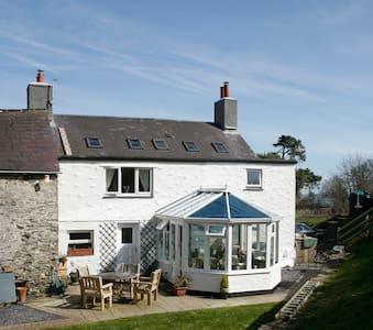Farmhouse- twin rm- 10 mins from Colwyn Bay, Conwy - Colwyn Bay - Hus