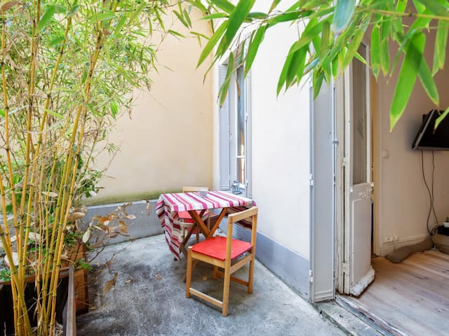 Charming little flat with court close to Eiffel Tower in Paris - Welkeys