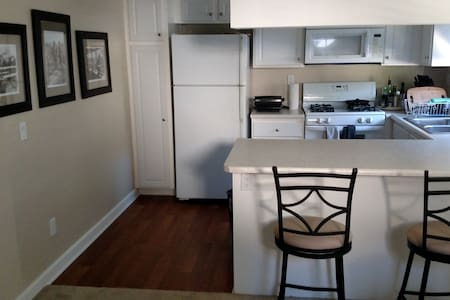 Spacious Apartment Perfect for Travelers! - Anaheim - Daire