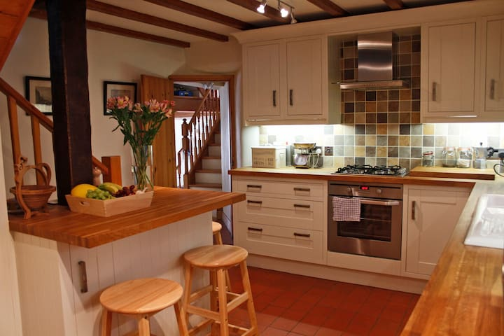 Traditional 3 bedroom cottage, ideal for families.