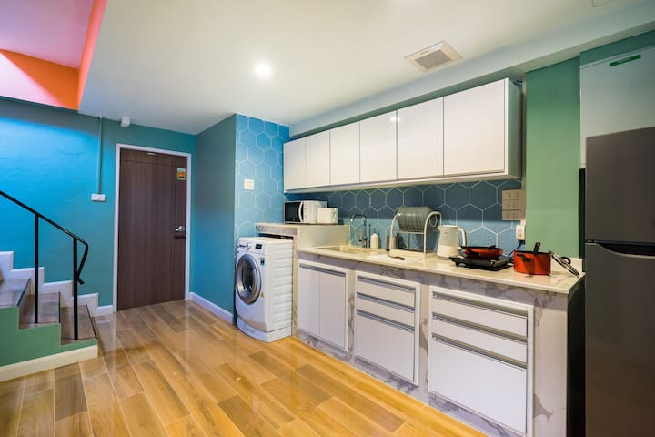 Full kitchen and amenities provided