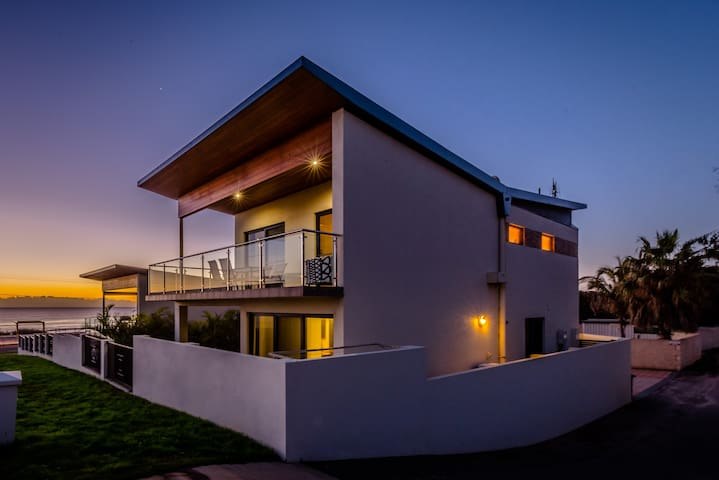 Abrolhos Dreams Geraldton ocean view accommodation
