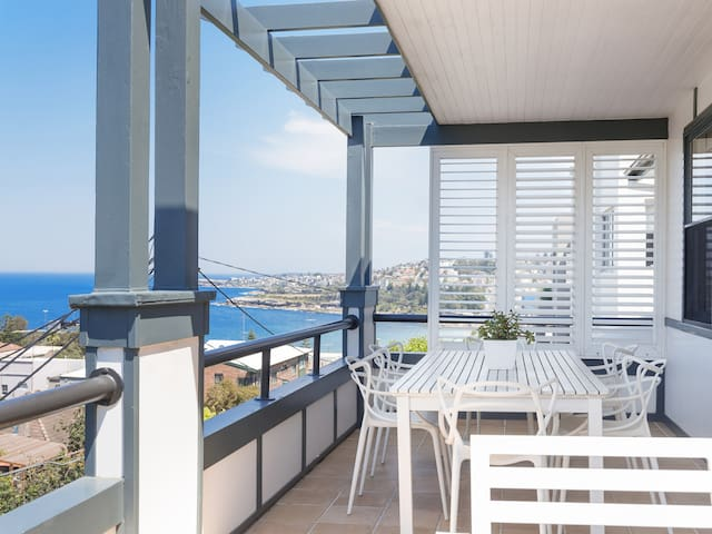 Spacious comfort and water views at Coogee Beach!