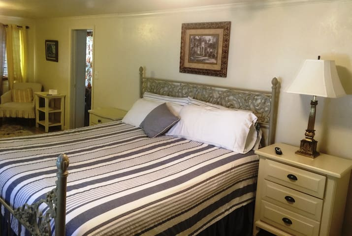 Grand Suite Bed