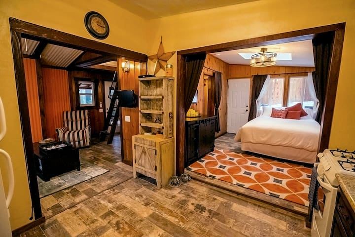 Upscale, private, fully renovated, artist designed - Idyllwild-Pine Cove - Casa