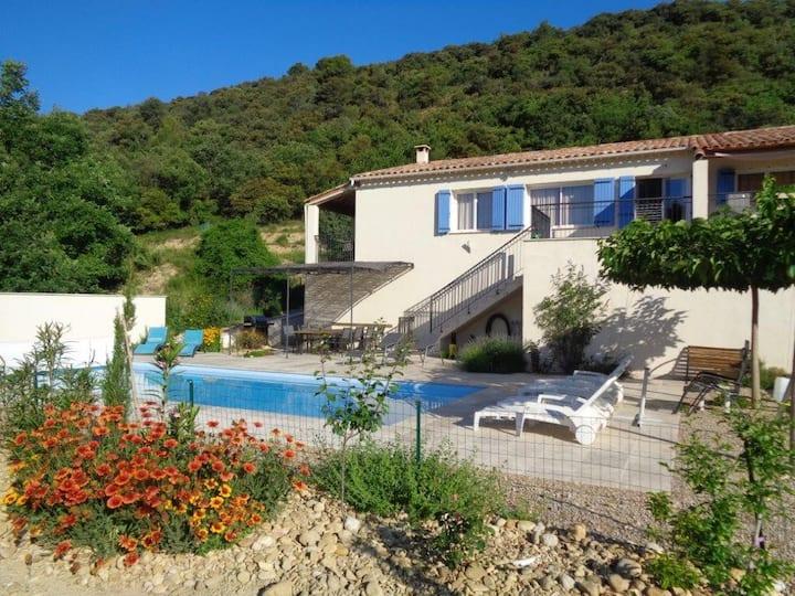 Villa 12pers., piscine -jardin privé,wifi,vélos...