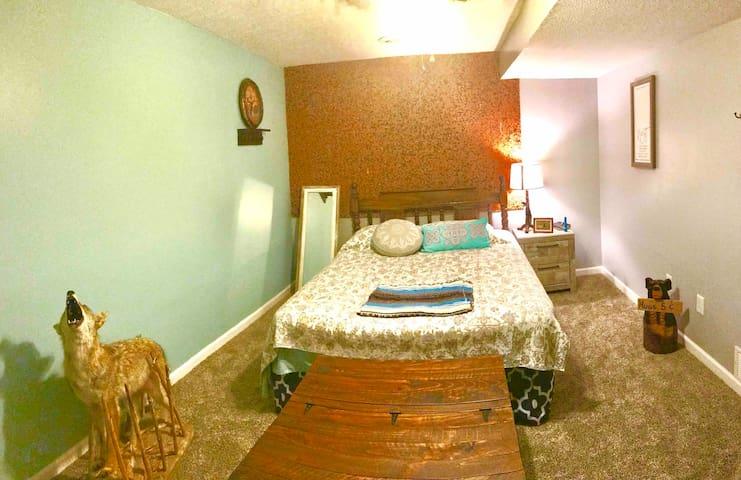 Bedroom number 4 downstairs queen