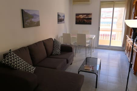 Large Bright Apartment 400M from the  Beach - València